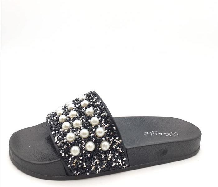 Slippers size 36-41 | €29,95